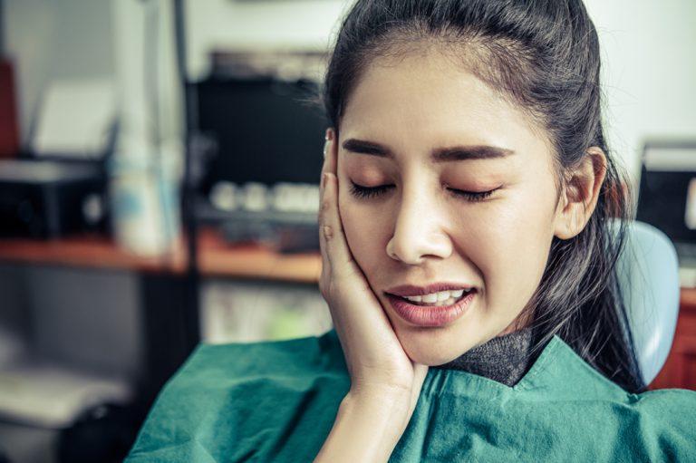 Cara Mengatasi Nyeri dan Gigi Berlubang