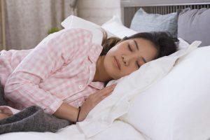 posisi_tidur_saat_darah_tinggi